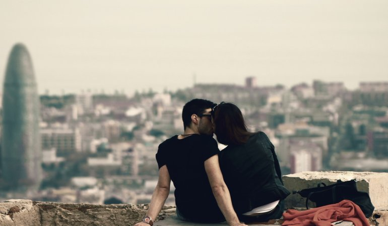 Couple sitting in Barcelona on a viewing point